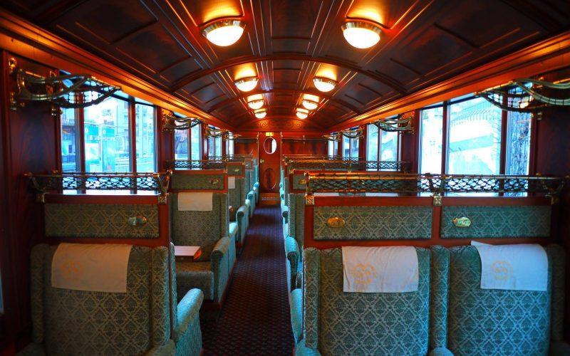 พานั่ง Goldenpass line ขบวน Classic
