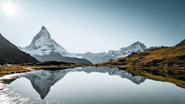 """พาไปชม Matterhorn กลับหัวที่ """"ทะเลสาบ Riffelsee"""""""